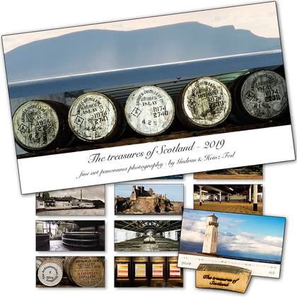 Heinz Fesl Panorama-Tischkalender 2019 The treasures of Scotland Präsentationsständer aus Single Malt Whisky-Fässern 1Stück Produktbild